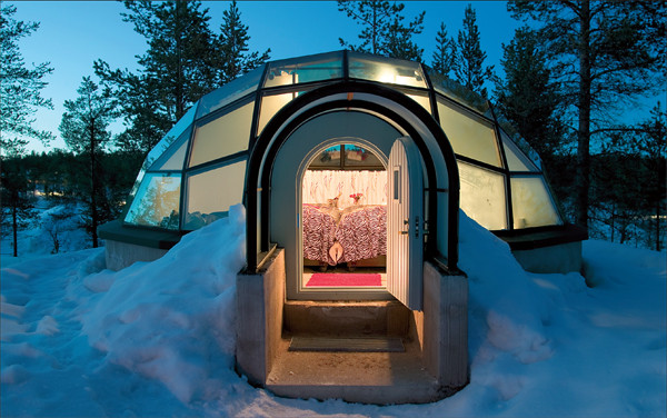 Glass-Igloos-with-Magnificent-Northern-Lights-Views-in-Finland.