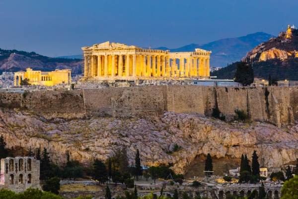 View-of-the-Acropolis-at-night-in-Athens-which-is-an-autumn-hotspot