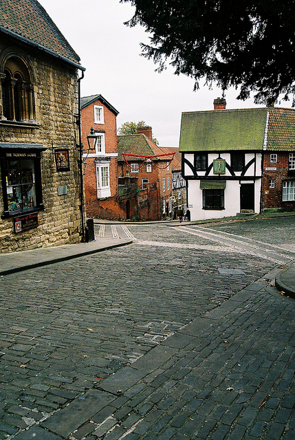 Steep Hill in Lincoln, leading to the Bailgate area. Despite what's written directly below, I'd thoroughly recommend it! (Photographer: Martin Pettitt; Flickr)