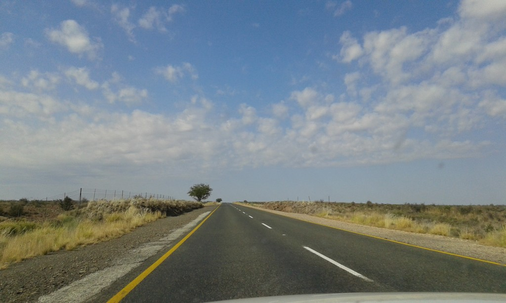 A quiet road in the Eastern Cape, South Africa, en-route to Graaff-Reinet. By Caitlin Tonkin